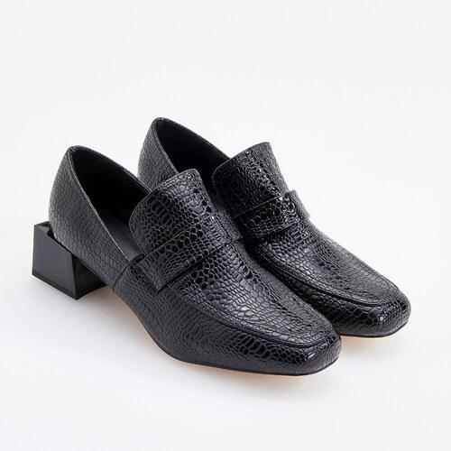 587d319e9eb2 Reserved - Loafery s geometrickým opätkom - Čierna - Glami.sk