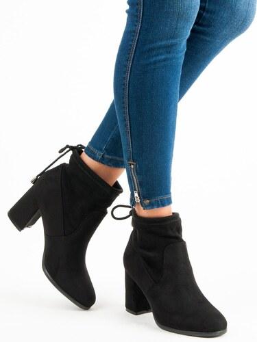 CNB Semišové čierne členkové topánky na podpätku - Glami.sk 9f404b914d5