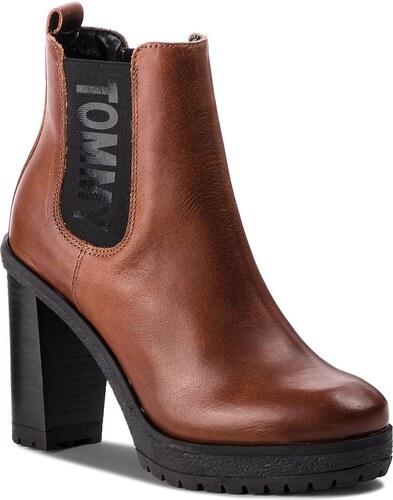 e11fc6d6d7 Členková obuv TOMMY JEANS - Essential Heeled Che EN0EN00244 Winter Cognac  906