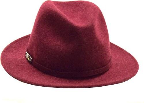 f901f9536ce made in Italy Vínový dámský vlněný klobouk s ozdobnou broží - Glami.cz