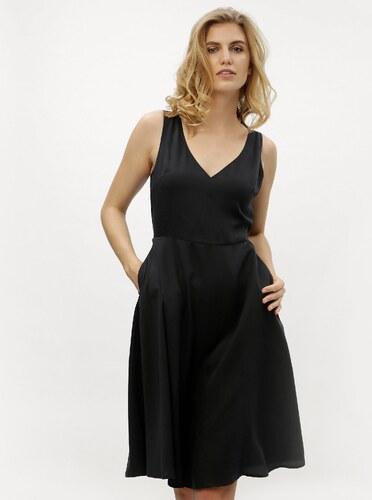 ecf8b521a839 Čierne áčkové šaty Calvin Klein Jeans - Glami.sk