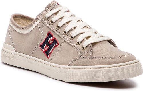 Nové Tenisky TOMMY HILFIGER - Core Corporate Seasonal Sneaker FM0FM02168  Cobblestone 068 327f924be47