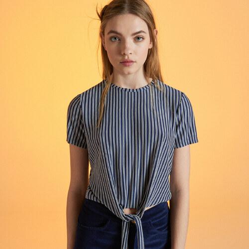 f728a2463339 Cropp - Short blouse with tie detail - Biela - Glami.sk