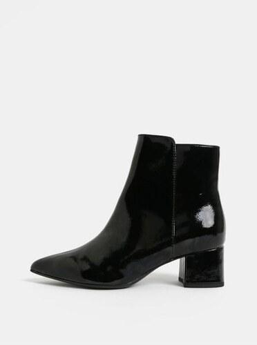 43088533490 Tamaris černé lesklé kotníkové boty na nízkém podpatku 36 - Glami.cz