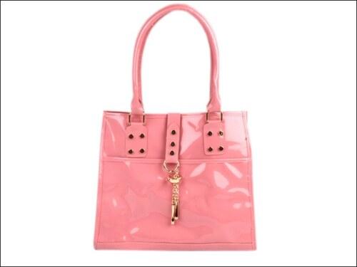 Lesklá růžová kabelka s přívěsky