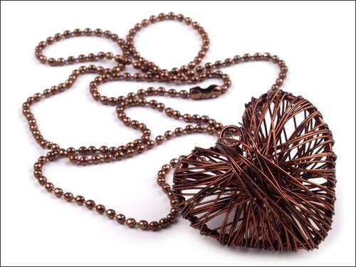 Náhrdelník s čokoládovým drátovaným srdcem