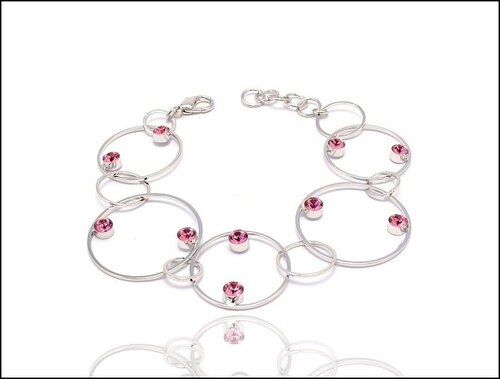 Módní růžový náramek z kruhů