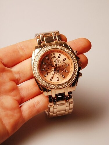 Velké zlaté hodinky LYDC London - Glami.cz 4bb4a58b057