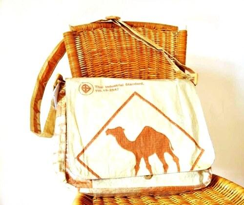 Studentská taška velbloud