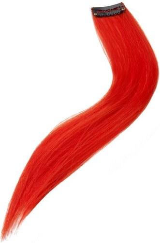 Pramínek vlasů červený