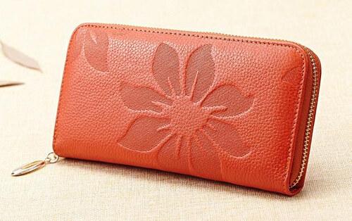 Krásná dámská peněženka se vzorem květů hnědá