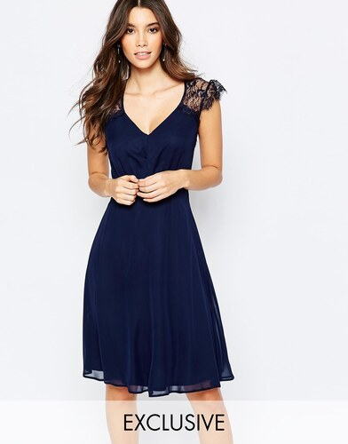 Robe bleu marine dentelle chaussure