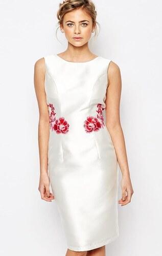 ea53b5bb3f7 CHI CHI LONDON Bílé saténové šaty s květinovou nášivkou - Glami.cz