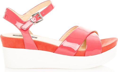 Červené lakované sandály na bílé platformě MTNG - Glami.cz d6560d03e6