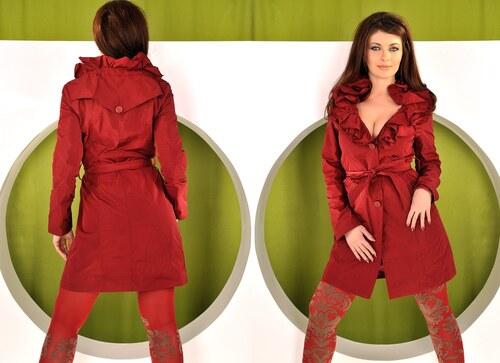 Červený podzimní kabátek