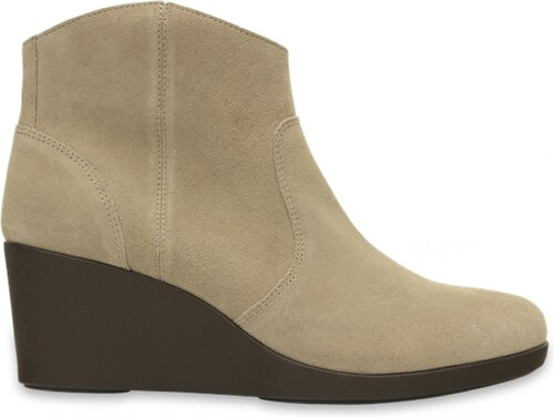 0bf037aad6e Crocs béžové boty na klínku Leigh Suede Wedge Bootie Tan - W7 - Glami.cz