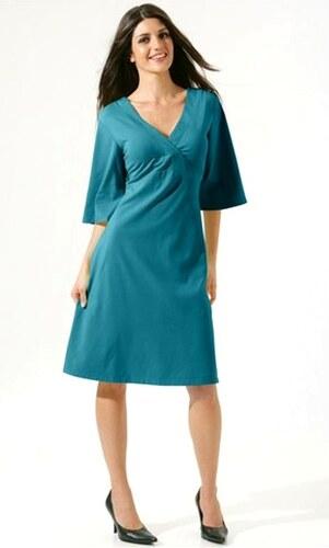 Atraktivní dámské šaty