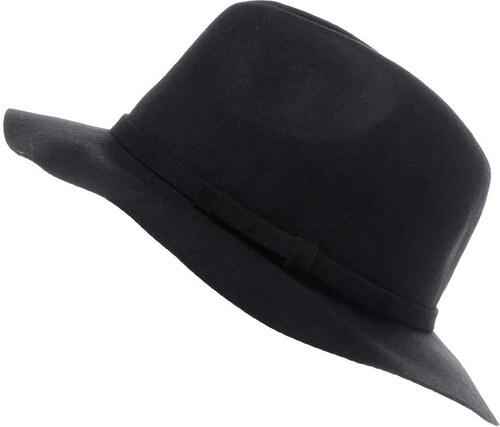 Černý klobouk TALLY WEiJL - Glami.cz 37102494eb