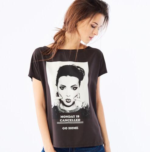 544a18f471c1 Mohito - Dlhé tričko s potlačou v rámčeku - Čierna - Glami.sk