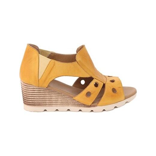 ae88f4ccf6a8 Parione Dámske kožené sandále na kline PR070 - Glami.sk