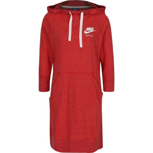 99cc7d55f20 Červené sportovní žíhané šaty s kapucí Nike Sportswear Gym - Glami.cz
