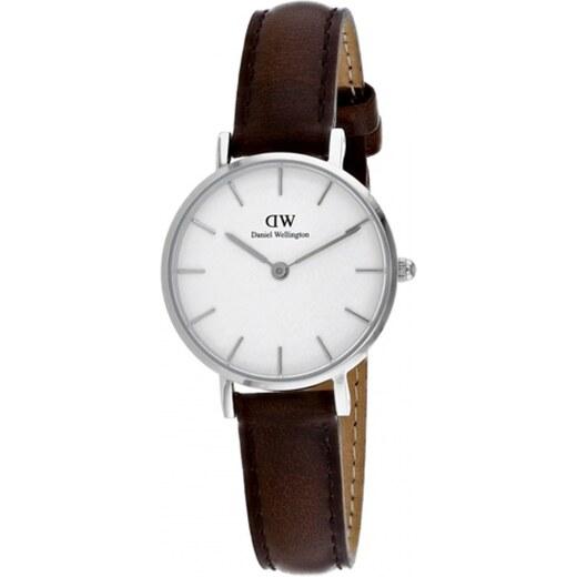 Dámské hodinky s koženým řemínkem a bílým ciferníkem s detaily stříbrné  barvy Daniel Wellington Petite Bristol d723a832d49