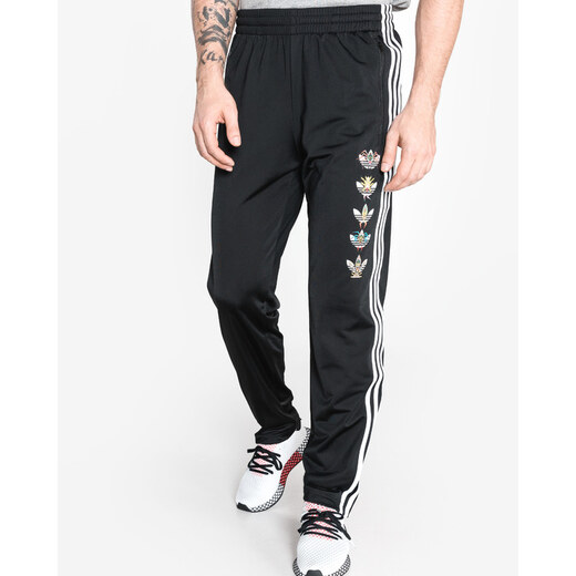 88ed70d3ce Férfi adidas Originals Tanaami Firebird Melegítő nadrág Fekete - Glami.hu