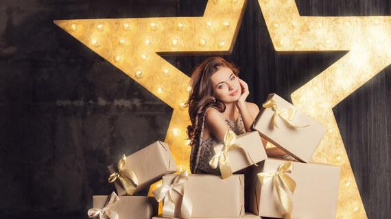 Collection Idées de cadeaux féminins : bijouterie et accessoires sur Glami